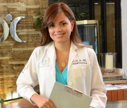 Dra. Lizther Jaime, Periodontist
